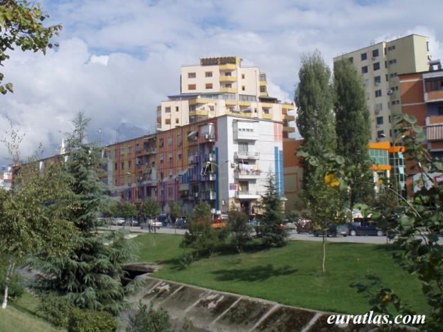 Cliquez ici pour télécharger Colored Houses of Tirana