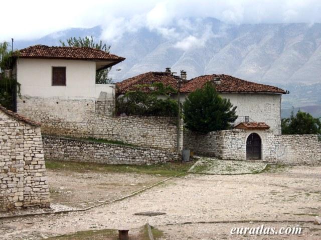 Cliquez ici pour télécharger Old Houses of Berat