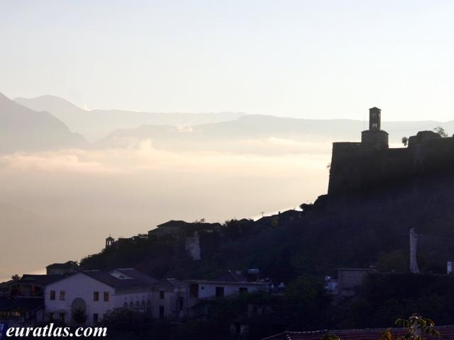 Cliquez ici pour télécharger A Patch of Mist in Gjirokastër